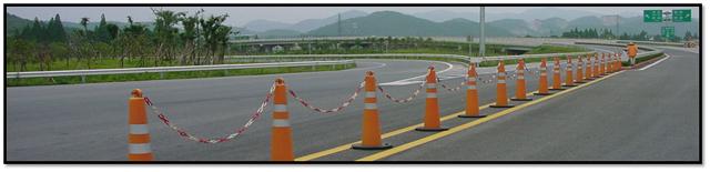 Cột giao thông xếp chồng